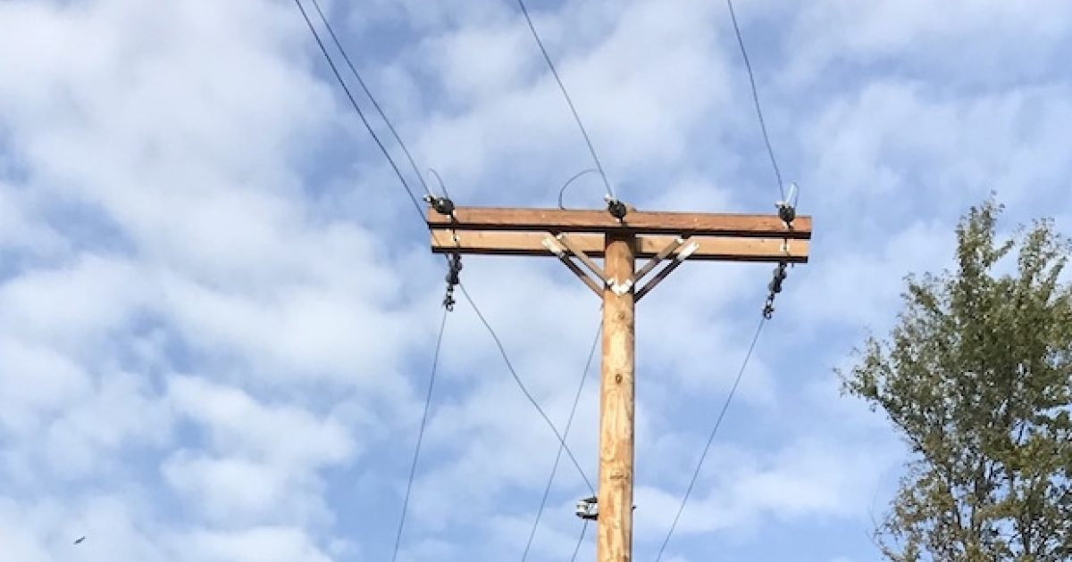 Small-scale fire test aparatus for utility poles